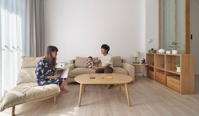 Vợ chồng trẻ sử dụng hệ thống nội thất thông minh, kết nối cảm biến giúp căn hộ trở nên khoa học hơn - Ảnh 1.