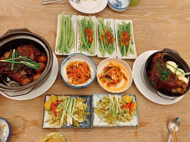 Ai như đại gia Đức An, đi nghỉ dưỡng vẫn vào bếp làm bữa đẹp như mơ cho vợ con  - Ảnh 11.