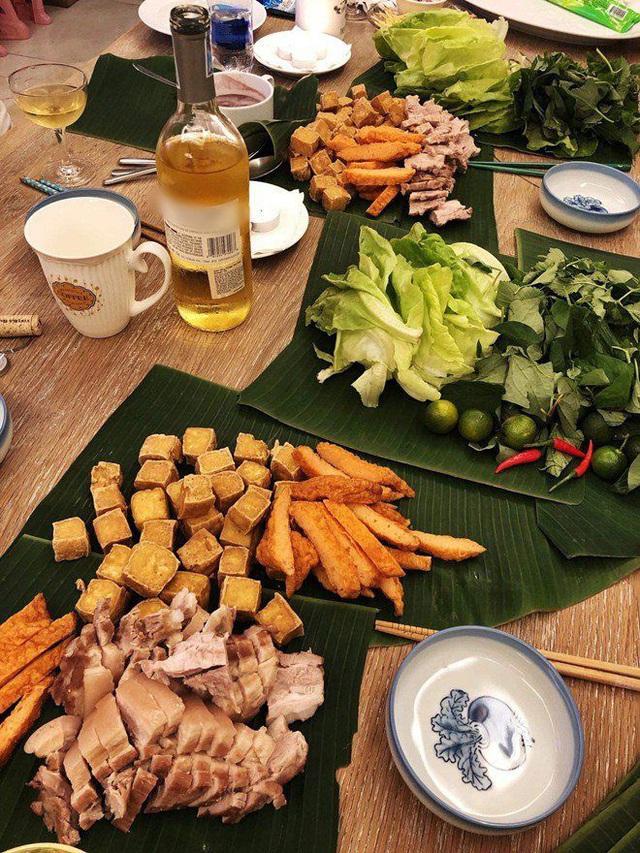 Ai như đại gia Đức An, đi nghỉ dưỡng vẫn vào bếp làm bữa đẹp như mơ cho vợ con  - Ảnh 14.