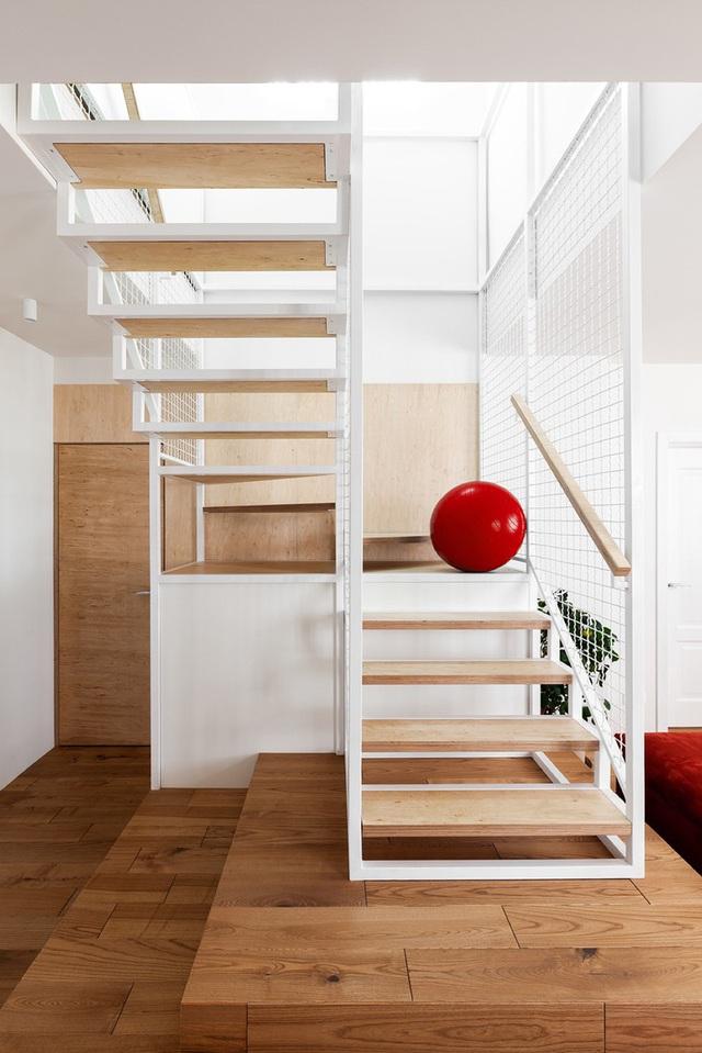 Ngôi nhà rộng tới 190m2 nhưng giao chủ tối đa hóa diện tích để dành chỗ cho trẻ chơi đùa - Ảnh 4.