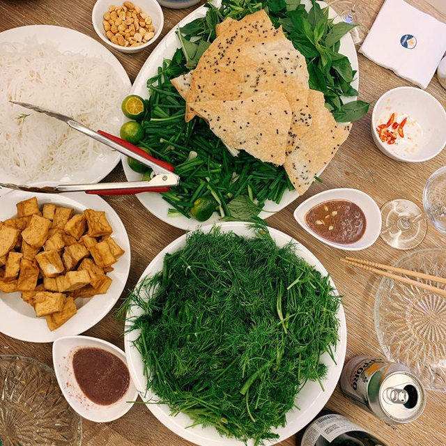Ai như đại gia Đức An, đi nghỉ dưỡng vẫn vào bếp làm bữa đẹp như mơ cho vợ con  - Ảnh 9.