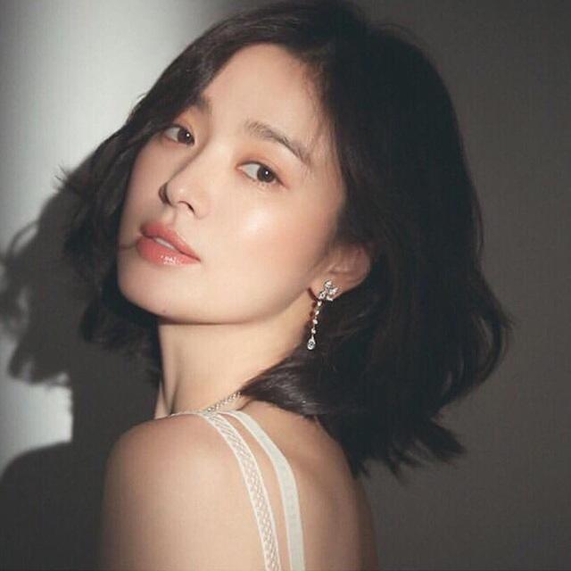 """Loạt bí kíp của Song Hye Kyo giúp các quý cô rút được """"cả tá"""" chiêu skincare đúng chuẩn - Ảnh 3."""