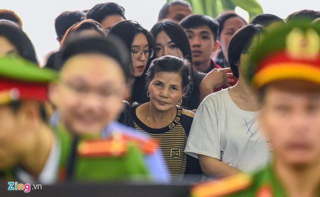 Mẹ Khá Bảnh chia sẻ sau phiên xử con trai - Ảnh 1.