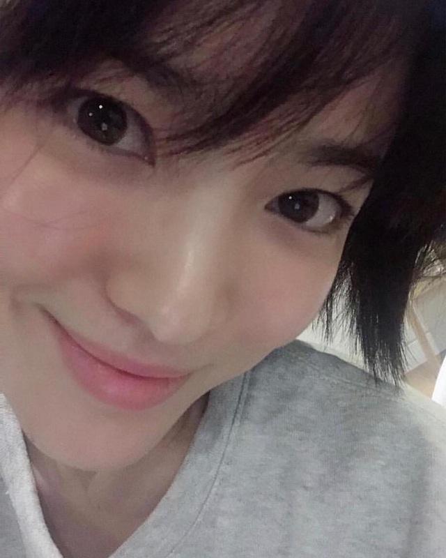 """Loạt bí kíp của Song Hye Kyo giúp các quý cô rút được """"cả tá"""" chiêu skincare đúng chuẩn - Ảnh 4."""