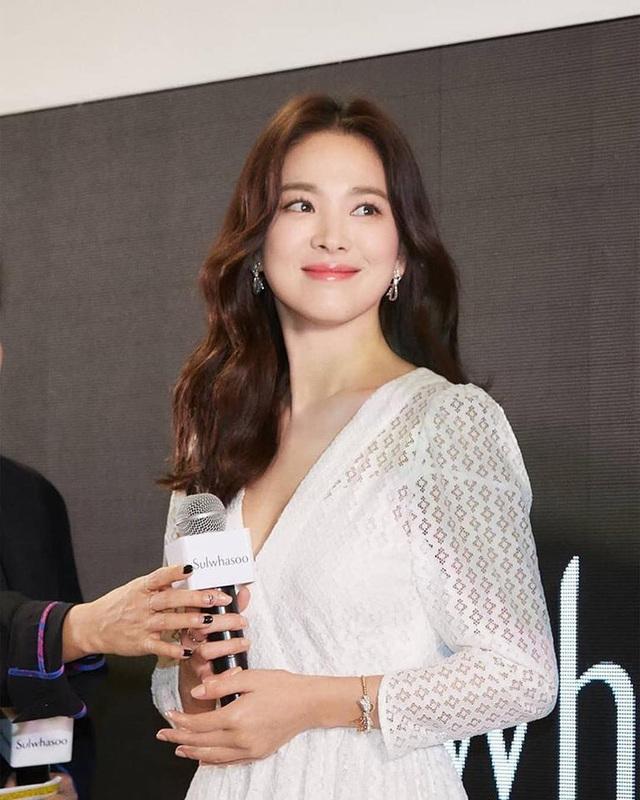 """Loạt bí kíp của Song Hye Kyo giúp các quý cô rút được """"cả tá"""" chiêu skincare đúng chuẩn - Ảnh 7."""
