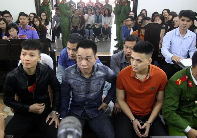 Nhiều người nổi tiếng xuất hiện trong phiên tòa xử Khá bảnh, học sinh cũng tới xem - Ảnh 9.