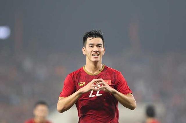Bố cầu thủ Tiến Linh nói gì sau khi con trai ghi bàn thắng? - Ảnh 2.