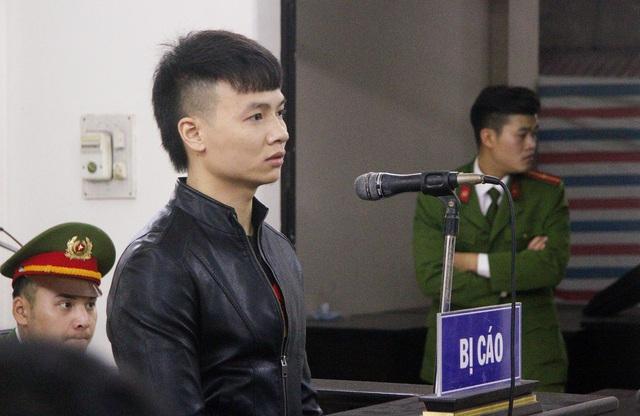 Giới trẻ kéo đến xem thần tượng Khá Bảnh tại tòa, Tướng Nguyễn Hữu Cầu nói cần có cuộc chấn hưng - Ảnh 2.