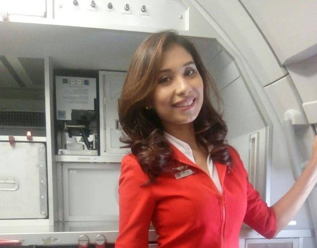 Bị ung thư xương, bà mẹ 3 con vẫn vượt qua trở thành nữ tiếp viên hàng không  - Ảnh 1.