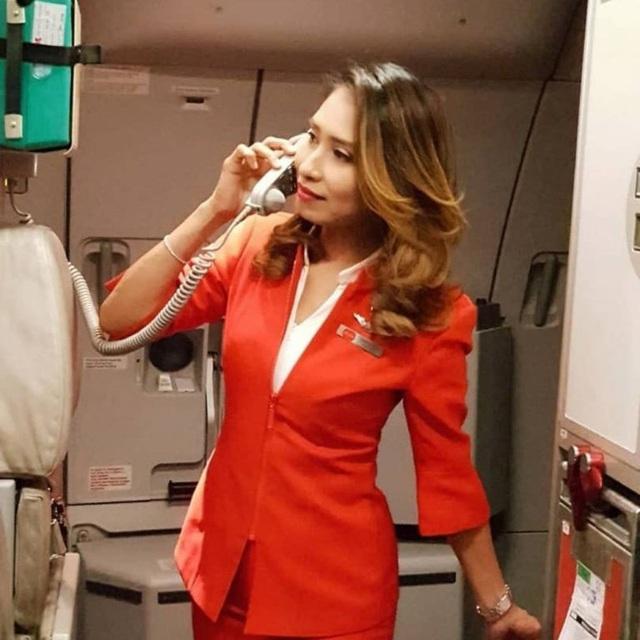 Bị ung thư xương, bà mẹ 3 con vẫn vượt qua trở thành nữ tiếp viên hàng không  - Ảnh 2.