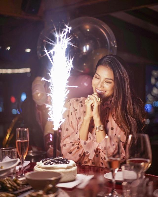 Hoa hậu Phạm Hương khoe ảnh bán nude phô diễn đường cong nóng bỏng khiến dân mạng trầm trồ - Ảnh 11.
