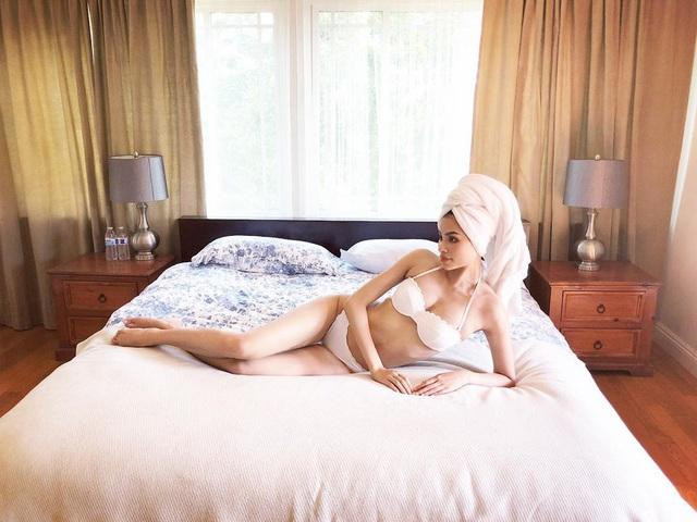 Hoa hậu Phạm Hương khoe ảnh bán nude phô diễn đường cong nóng bỏng khiến dân mạng trầm trồ - Ảnh 7.