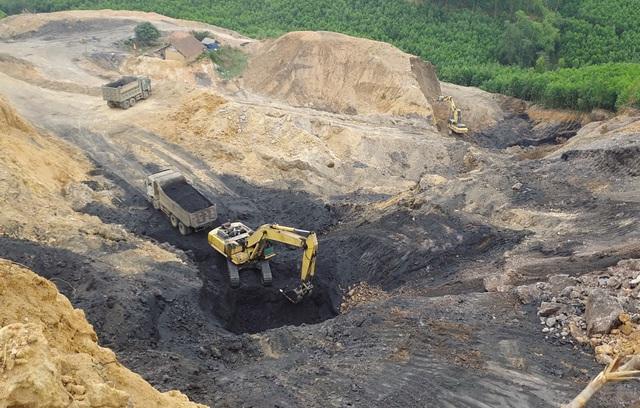 """Mục sở thị đại công trường khai thác """"vàng đen"""" ở Bắc Giang - Ảnh 1."""