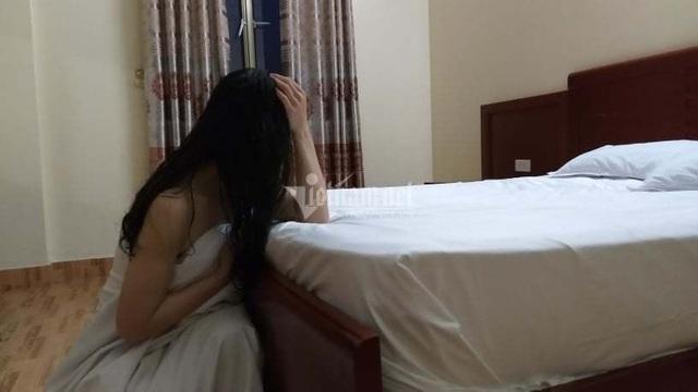 Lén lút làm nghề mát xa cho quý bà, chồng hốt hoảng gặp vợ trong nhà nghỉ - Ảnh 1.