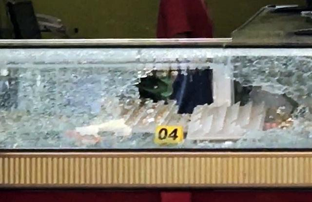 Hai kẻ nổ súng cướp tiệm vàng vùng ven Sài Gòn  - Ảnh 2.