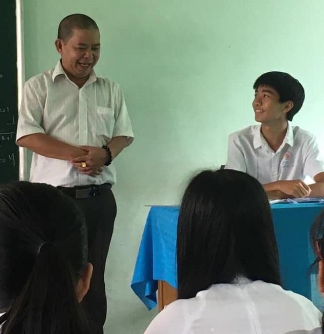 Thầy giáo đổi vai học sinh gây bão - Ảnh 2.