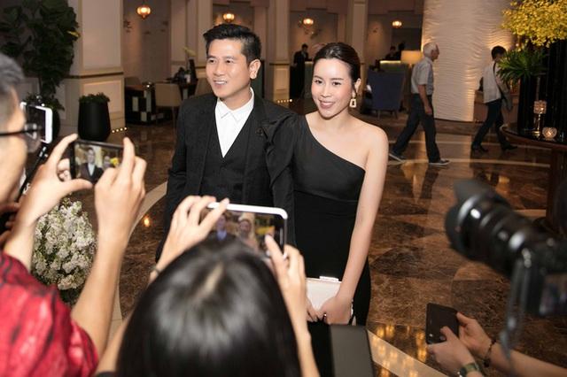 Vượt qua sóng gió hôn nhân, Hồ Hoài Anh - Lưu Hương Giang tay trong tay đi đám cưới Giang Hồng Ngọc  - Ảnh 2.