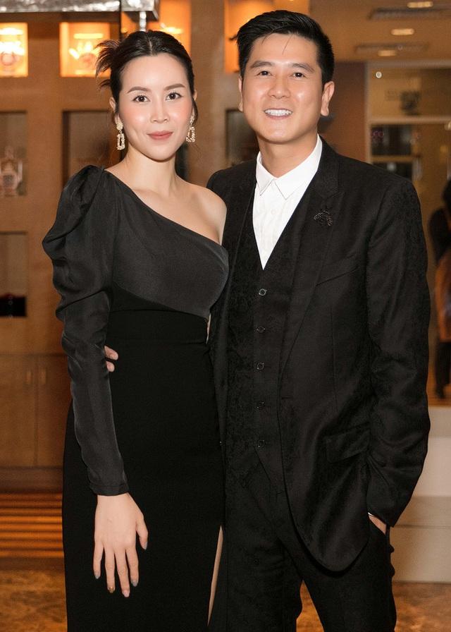 Vượt qua sóng gió hôn nhân, Hồ Hoài Anh - Lưu Hương Giang tay trong tay đi đám cưới Giang Hồng Ngọc  - Ảnh 3.