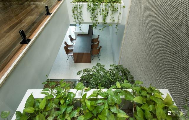 Ngôi nhà bố dành tặng con trai được thiết kế theo phong cách tối giản với những khoảng xanh bắt mắt ở Quảng Ninh - Ảnh 16.