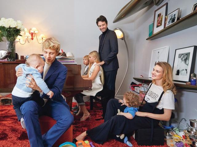 Cô gái bán hàng rong, từng ly hôn trở thành vợ thái tử Louis Vuitton - Ảnh 3.