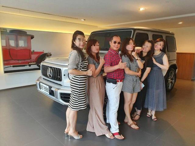 Vua cần cẩu Đài Loan khoe có 4 vợ chung sống hòa thuận - Ảnh 3.