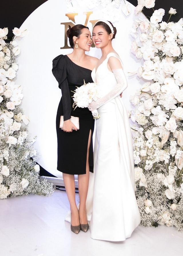 Vượt qua sóng gió hôn nhân, Hồ Hoài Anh - Lưu Hương Giang tay trong tay đi đám cưới Giang Hồng Ngọc  - Ảnh 6.
