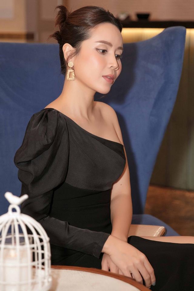 Vượt qua sóng gió hôn nhân, Hồ Hoài Anh - Lưu Hương Giang tay trong tay đi đám cưới Giang Hồng Ngọc  - Ảnh 9.