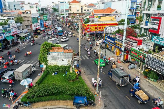 Cận cảnh căn nhà giữa giao lộ ở TP.HCM được đền bù 5,1 tỷ  - Ảnh 1.