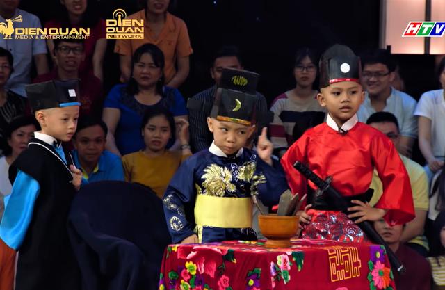 5 chú tiểu tái xuất Thách thức danh hài mùa 6: Diễn Bao Công xử án siêu lầy, rinh giải thưởng 150 triệu? - Ảnh 1.