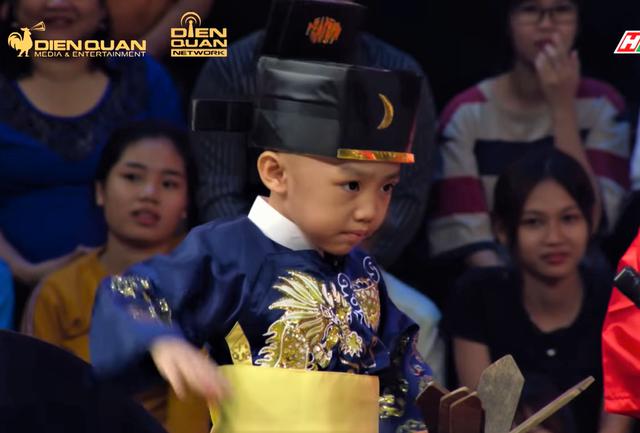 5 chú tiểu tái xuất Thách thức danh hài mùa 6: Diễn Bao Công xử án siêu lầy, rinh giải thưởng 150 triệu? - Ảnh 2.