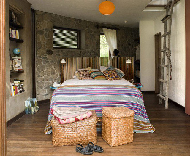 Nhà gỗ đất sét ngoài nhìn đơn giản trong có vẻ đẹp gây nghiện - Ảnh 8.