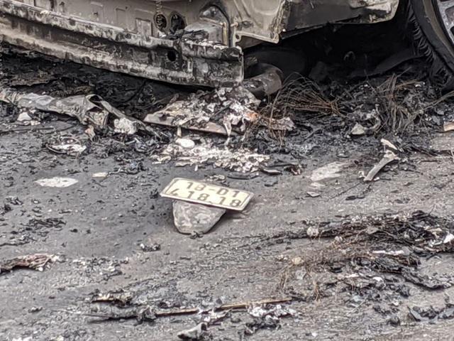 Bí ẩn người hùng cùng chiến sĩ CSGT cứu người mang áo Grab kẹt dưới gầm xe Mercedes rực lửa - Ảnh 4.
