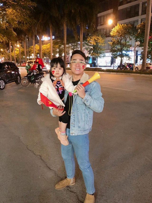 Nghệ sĩ Việt xúc động trước pha lao đầu giải nguy của Văn Hậu - Ảnh 1.
