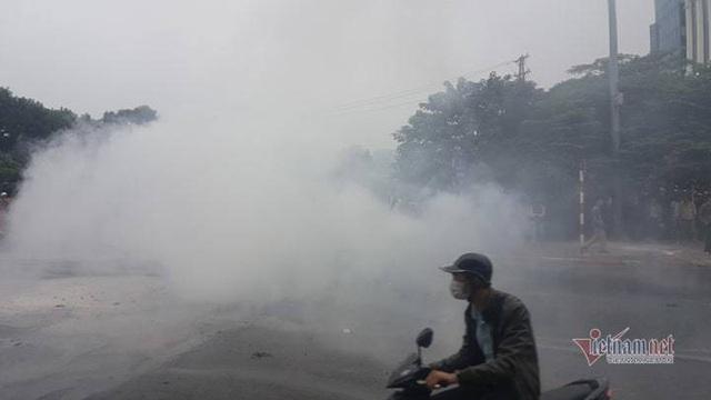 Ô tô và 3 xe máy cháy rực trên đường Lê Văn Lương, 1 người chết - Ảnh 8.
