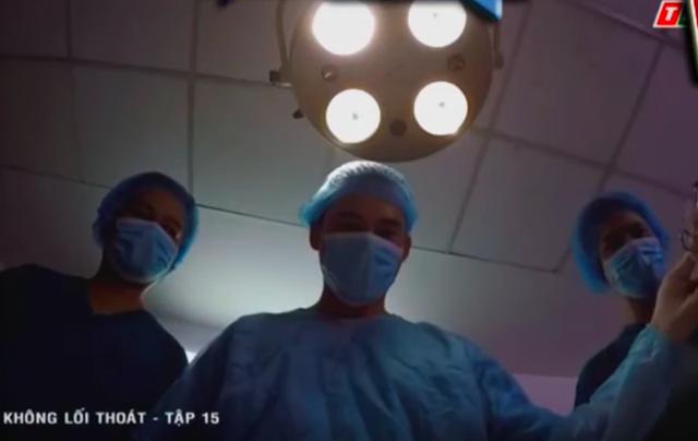 Không lối thoát tập 15: Giết người chưa đủ, bác sĩ Minh còn gài bẫy khiến bệnh nhân phải cưa chân và nhảy lầu tự sát - Ảnh 1.