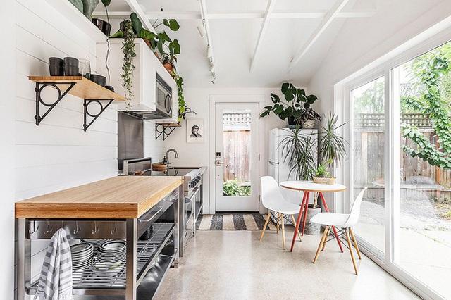 9 nhà bếp nhỏ vẫn có góc ăn đáng yêu, xinh xắn nhờ cách thiết kế thông minh - Ảnh 5.