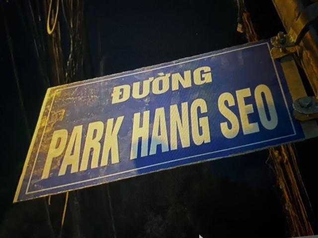 Bảng tên đường Park Hang Seo do người hâm mộ tự gắn đã được tháo dỡ - Ảnh 1.