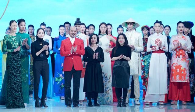 Khán giả Việt bức xúc khi áo dài bị gọi là phong cách Trung Quốc - Ảnh 1.