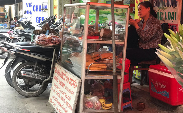 Tiểu thương kinh doanh ế ẩm do giá nhiều mặt hàng nhảy múa tăng theo thịt lợn - Ảnh 1.