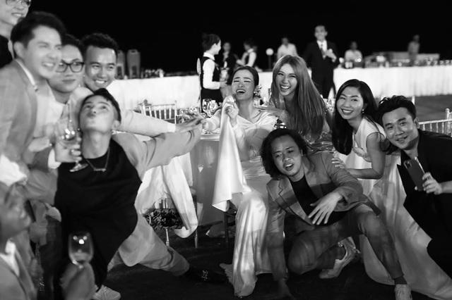 10 ngày sau đám cưới cổ tích, Đông Nhi bất ngờ tung loạt khoảnh khắc đáng nhớ với đủ các cung bậc cảm xúc cùng dàn khách mời đình đám - Ảnh 12.