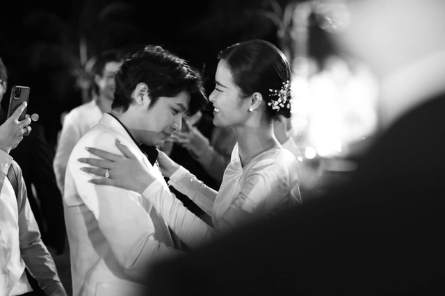 10 ngày sau đám cưới cổ tích, Đông Nhi bất ngờ tung loạt khoảnh khắc đáng nhớ với đủ các cung bậc cảm xúc cùng dàn khách mời đình đám - Ảnh 13.