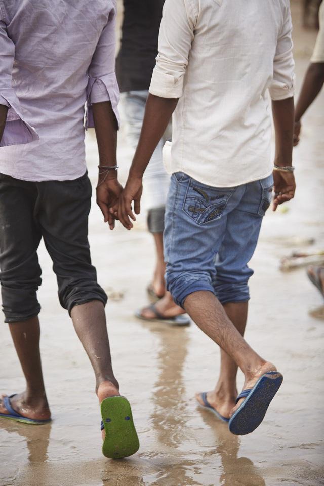 Vì sao đàn ông Ấn Độ thường nắm tay nhau mỗi khi ra đường? - Ảnh 14.