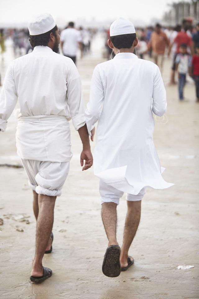 Vì sao đàn ông Ấn Độ thường nắm tay nhau mỗi khi ra đường? - Ảnh 15.
