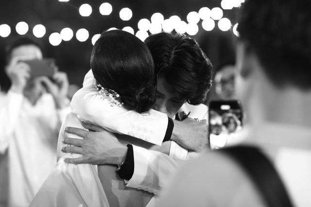 10 ngày sau đám cưới cổ tích, Đông Nhi bất ngờ tung loạt khoảnh khắc đáng nhớ với đủ các cung bậc cảm xúc cùng dàn khách mời đình đám - Ảnh 16.