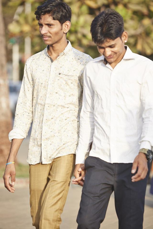 Vì sao đàn ông Ấn Độ thường nắm tay nhau mỗi khi ra đường? - Ảnh 17.