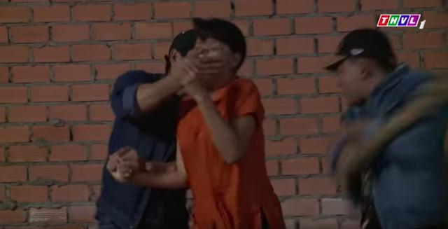 Không lối thoát tập 16: Sợ bị hàng xóm tố chuyện ngoại tình, Minh thuê giang hồ giết người diệt khẩu - Ảnh 3.