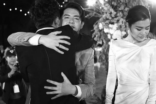 10 ngày sau đám cưới cổ tích, Đông Nhi bất ngờ tung loạt khoảnh khắc đáng nhớ với đủ các cung bậc cảm xúc cùng dàn khách mời đình đám - Ảnh 21.