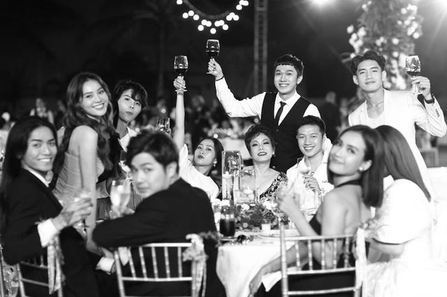 10 ngày sau đám cưới cổ tích, Đông Nhi bất ngờ tung loạt khoảnh khắc đáng nhớ với đủ các cung bậc cảm xúc cùng dàn khách mời đình đám - Ảnh 23.