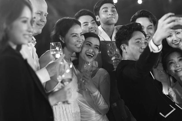 10 ngày sau đám cưới cổ tích, Đông Nhi bất ngờ tung loạt khoảnh khắc đáng nhớ với đủ các cung bậc cảm xúc cùng dàn khách mời đình đám - Ảnh 25.