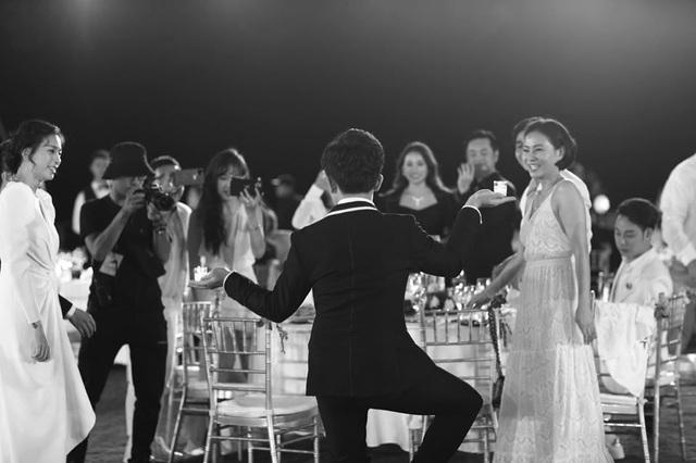 10 ngày sau đám cưới cổ tích, Đông Nhi bất ngờ tung loạt khoảnh khắc đáng nhớ với đủ các cung bậc cảm xúc cùng dàn khách mời đình đám - Ảnh 28.